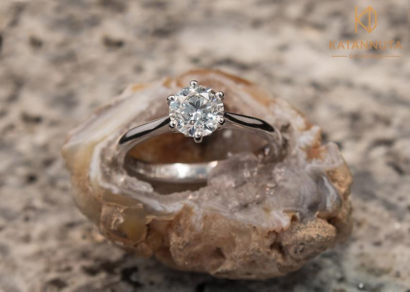 1ct round diamond engagement ring