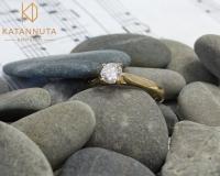 Solitaire round diamond engagement ring